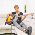 Mathilde Falch varmer op på Kløften Festival